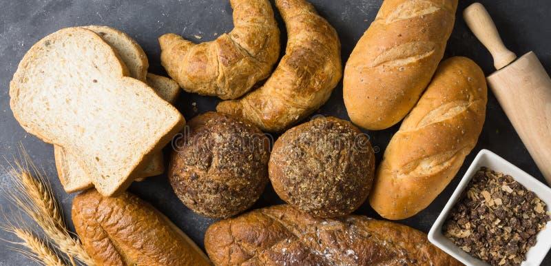 Wiele rodzaje chleb i toczny ciasto zdjęcie stock