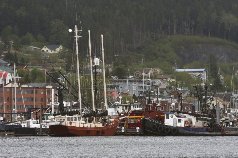 Wiele typ łodzie w Alaskim porcie zdjęcia royalty free