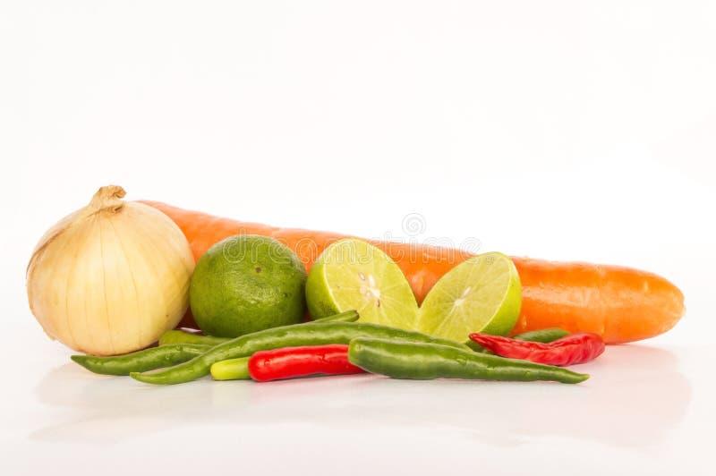 Download Wiele Warzywa Dalej Odizolowywają Zdjęcie Stock - Obraz złożonej z zdrowy, objurgate: 28970636