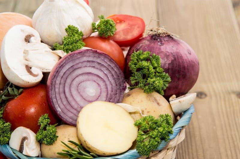 Wiele warzywa w koszu obraz royalty free