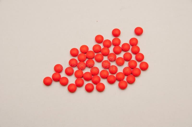 Wiele wielkie czerwone pigułki fotografia stock