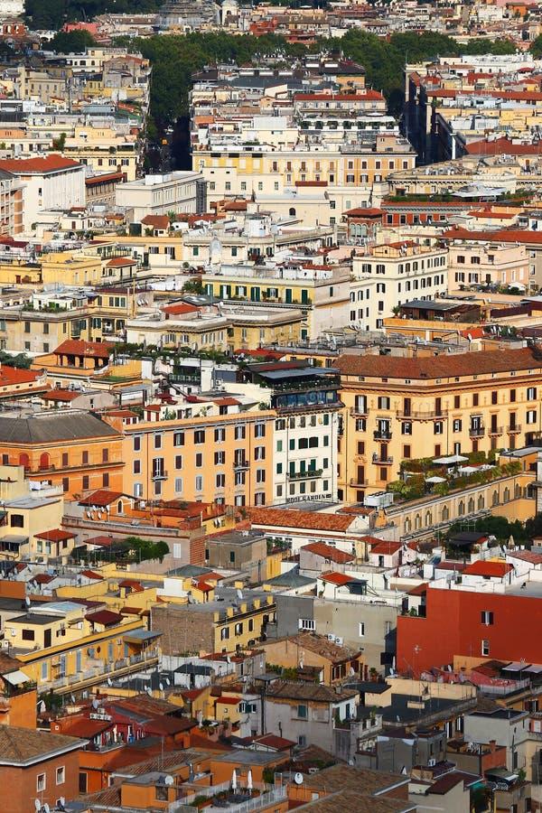 Wiele zatłoczeni budynku ogromnego miasta dachy obrazy stock