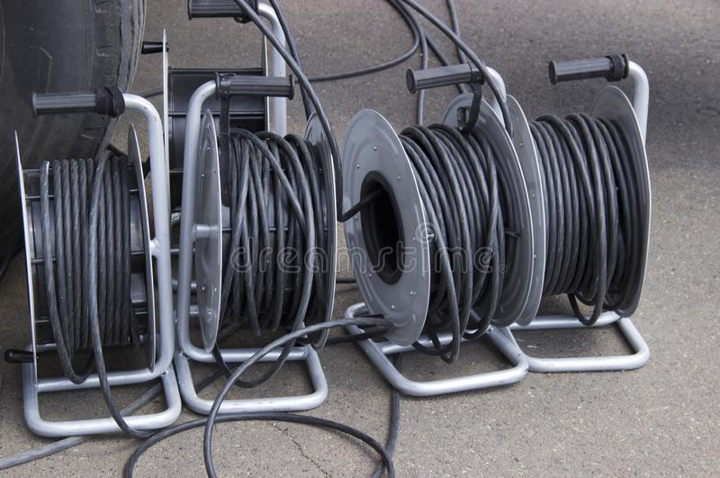 Wiele zwitki z elektrycznymi drutami zdjęcie stock