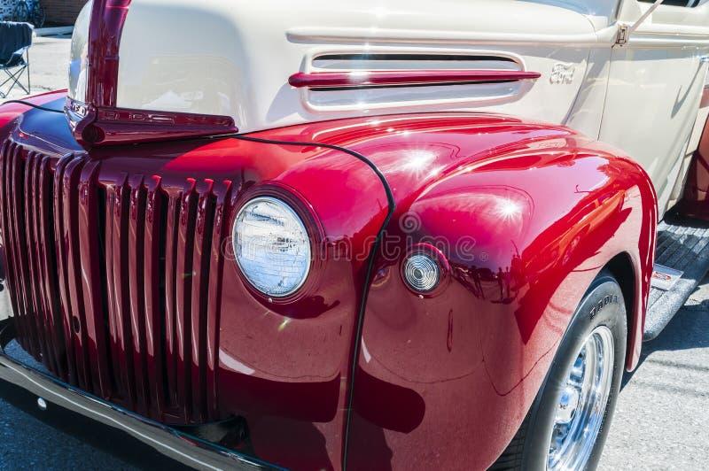 (wielen op wyandotte) de Klassieke vrachtwagen van de doorwaadbare plaatsoogst royalty-vrije stock afbeelding