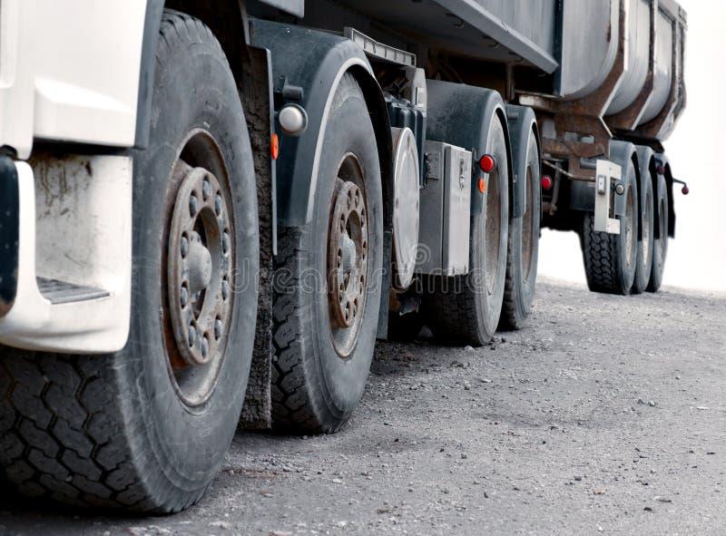 Wielen van zware vrachtwagen royalty-vrije stock foto