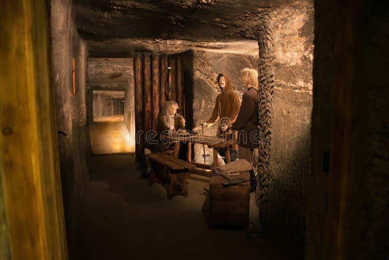WIELICZKA, ΠΟΛΩΝΙΑ - 28 ΜΑΐΟΥ 2016: Πλαστοί ανθρακωρύχοι στο αλατισμένο ορυχείο Wieliczka στοκ φωτογραφίες