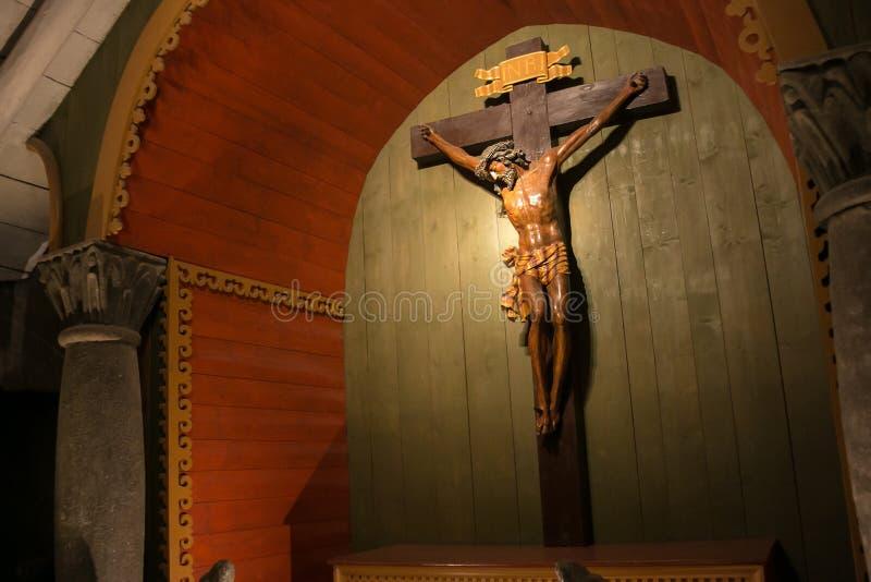WIELICZKA, ПОЛЬША - 28-ОЕ МАЯ 2016: Часовня святого креста в солевом руднике Wieliczka стоковое фото