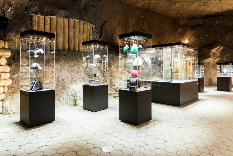 Wieliczka Polen - exponeringsglas-fall i utställningkammare royaltyfri foto