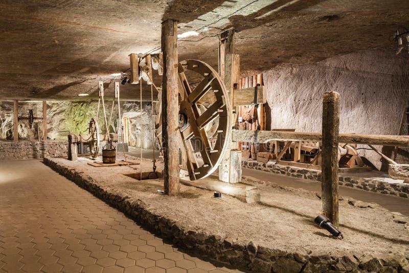 Wieliczka, Polen - Zout museum, kamer met liftwiel royalty-vrije stock fotografie