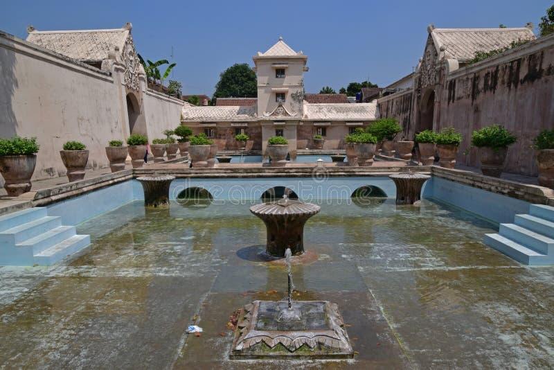 Wielka otwarta przestrzeń kąpanie kompleks przy Taman sari wody kasztelem, Yogyakarta, Indonezja fotografia royalty free