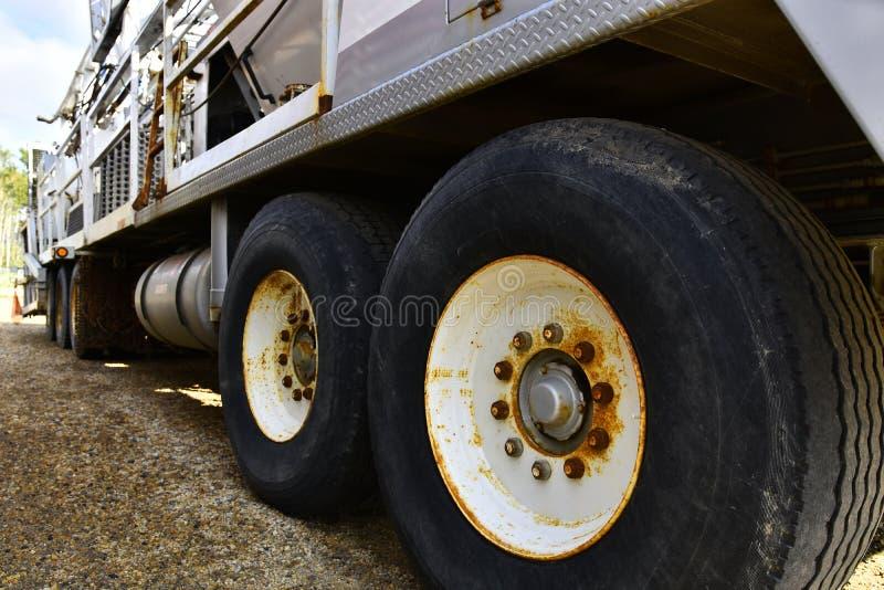 Wielka Przemysłowej ciężarówki opona zdjęcie royalty free