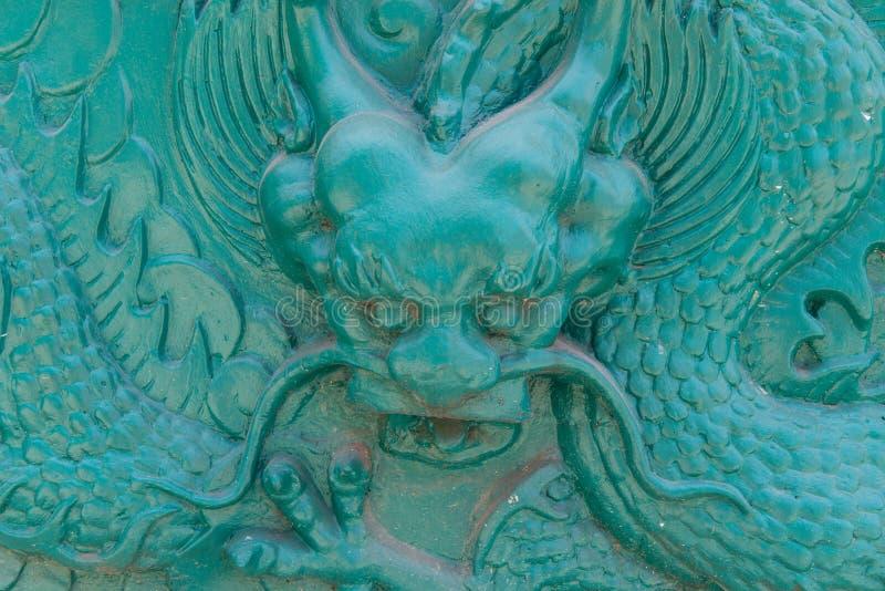 Wielka rzeźba symbolizująca smok władza i bogactwo zdjęcia royalty free