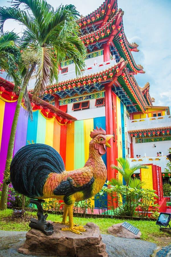 Wielka statua kogut blisko Świątynnego Kuala Lumpur fotografia stock