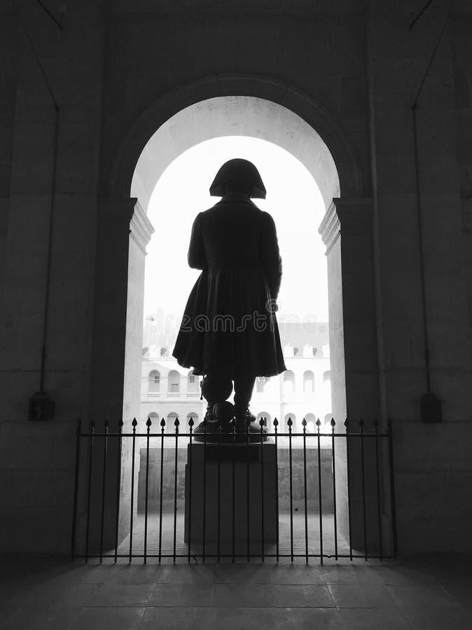 Wielka statua Napoleon plecy w podwórzu les invalide obrazy royalty free
