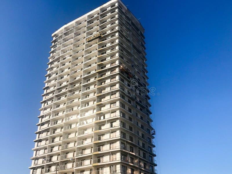 Wielka wysokość wzmacniający beton, panel, monolitowa rama, bloku dom, budynek, drapacz chmur, nowy budynek z świeceniem zdjęcia royalty free