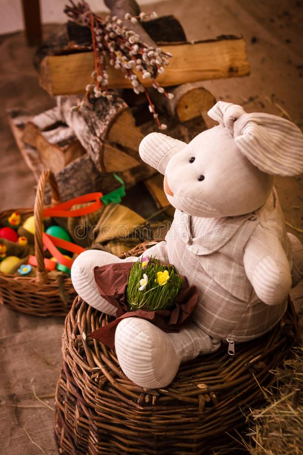Wielkanoc, królik, siano, Wielkanocny królik, Wielkanocny dekorować, jajka, Wielkanocni jajka, kosz, królik, królik, Ð ¿ Ð°Ñ  Ñ… obraz royalty free