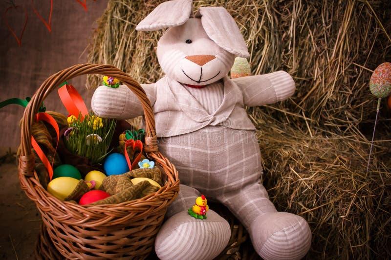 Wielkanoc, królik, siano, Wielkanocny królik, Wielkanocny dekorować, jajka, Wielkanocni jajka, kosz, królik, królik zdjęcie stock