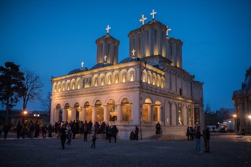 Wielkanoc Lekki korowód przy Bucharest Patriarchalną katedrą fotografia royalty free