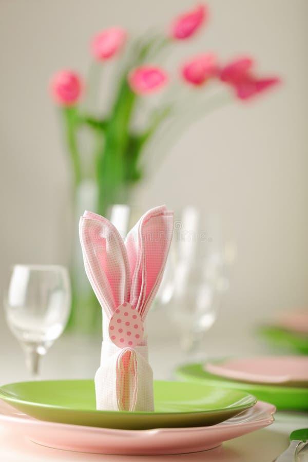 wielkanoc szczęśliwy Wystroju i stołu położenie Wielkanocny stół jest v zdjęcia stock