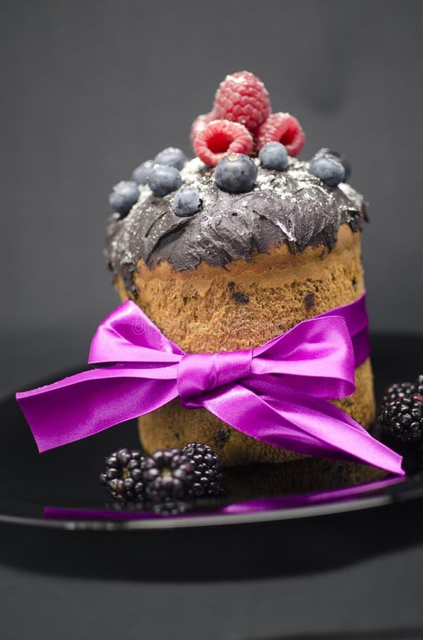 Wielkanoc tort z dzikimi jagodami fotografia royalty free