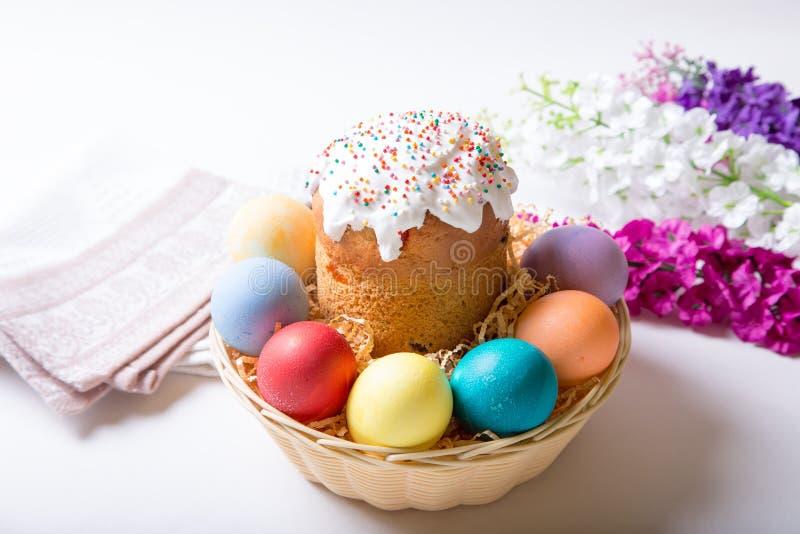 Wielkanoc Tradycyjna rosjanina i kniaź wielkanoc zasycha kulich i malujących jajka Zakończenie, selekcyjna ostrość zdjęcia royalty free