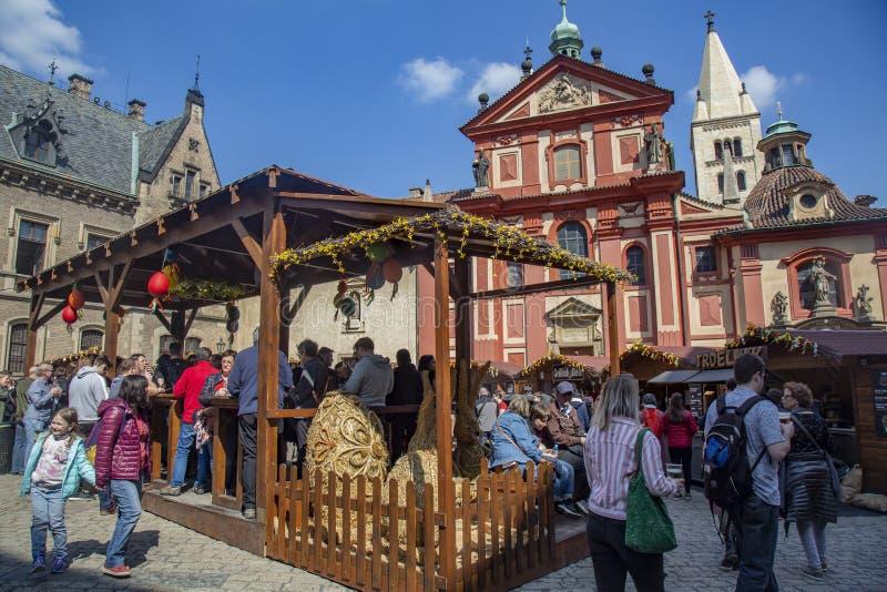Wielkanoc wprowadzać na rynek przy Praga kasztelem, St Vitus katedra obrazy royalty free