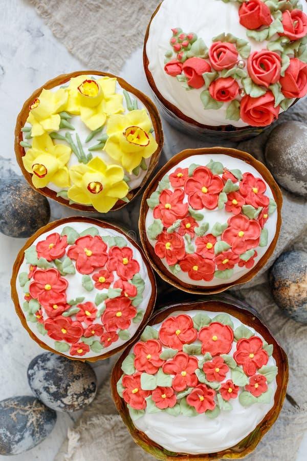 Wielkanoc zasycha z malującymi jajkami fotografia royalty free