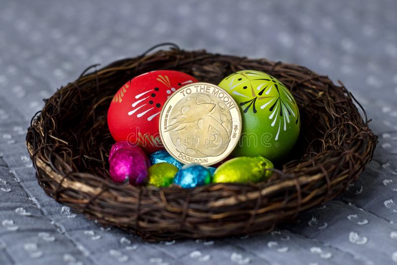 Wielkanocna dogecoin moneta obraz stock