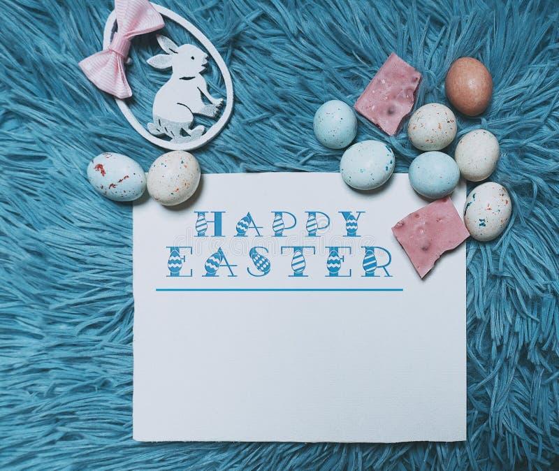 Wielkanocna karta z kopii przestrzenią dla twój teksta Karta z słów wesoło wielkanocą, jajkami i królikiem «, obrazy royalty free