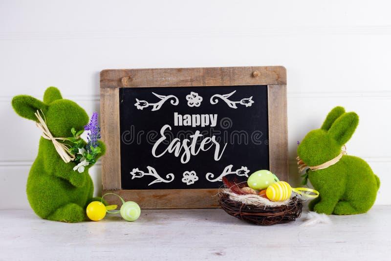 Wielkanocna scena z barwionymi jajkami obrazy royalty free