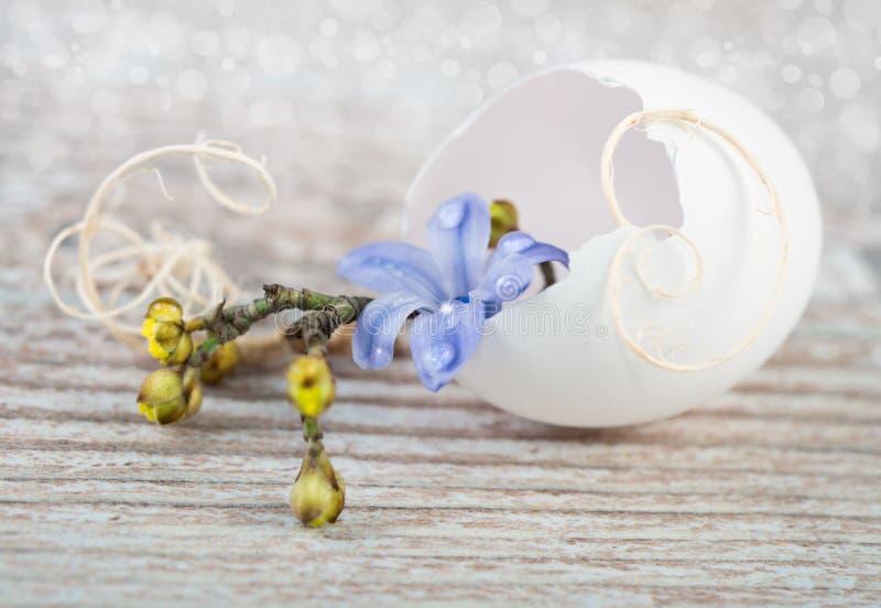 Wielkanocne dekoracje na naturalnym tle zdjęcia royalty free