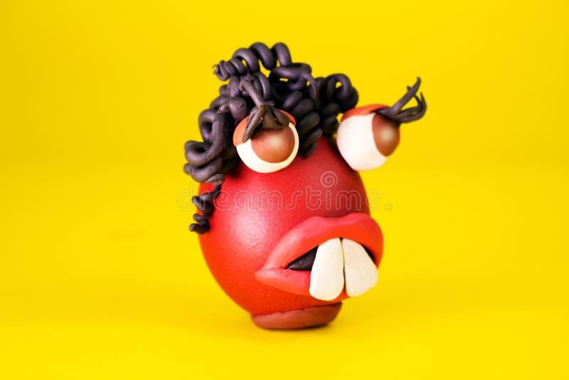 Wielkanocnego jajka Cartoonish charakter Z plastelin oczami, usta i włosy Ma Ekspresyjną twarz, zdjęcia stock