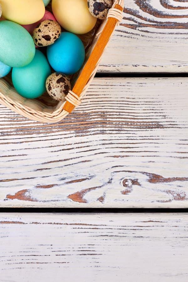 Wielkanocnego jajka kosz, odgórny widok fotografia royalty free