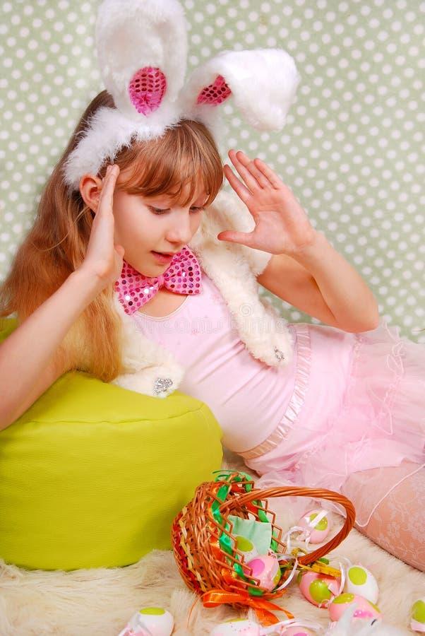 Wielkanocnego królika dziewczyna z śmiesznymi ucho obraz stock