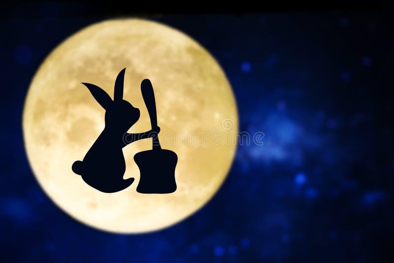 Wielkanocnego królika sylwetka nad księżyc w pełni fotografia royalty free