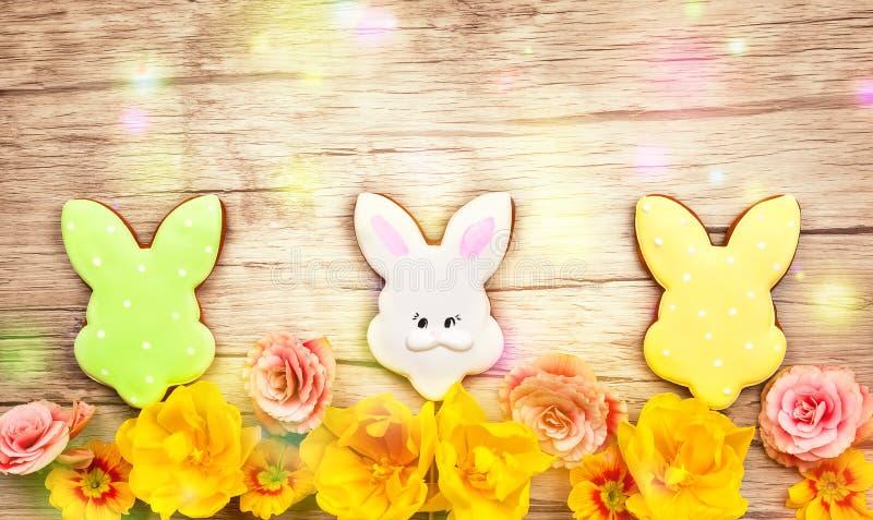 Wielkanocni ciastka i kwiaty obraz stock