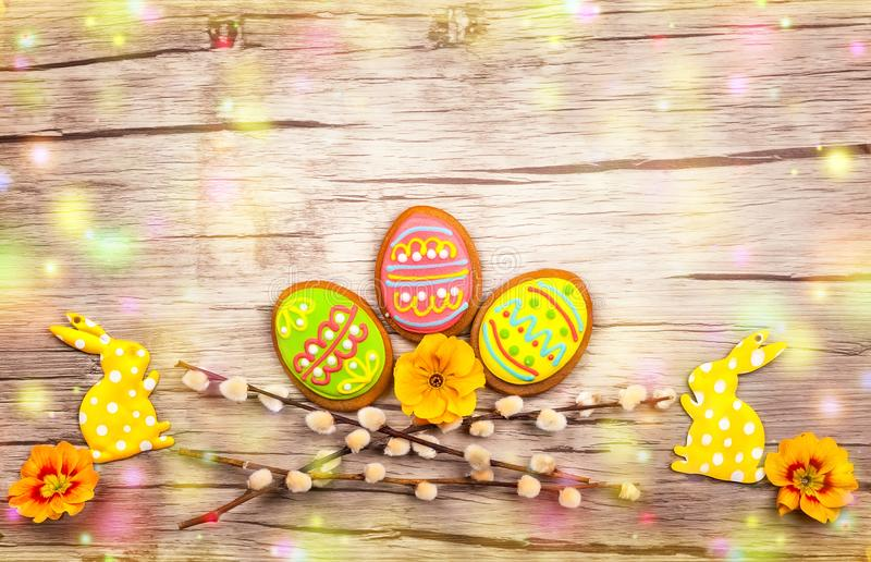 Wielkanocni ciastka i kwiaty obraz royalty free