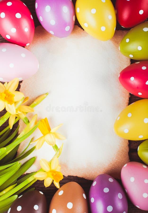Wielkanocni jajka i karta zdjęcia stock