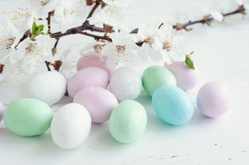 Wielkanocni jajka na czarnym tle obraz royalty free