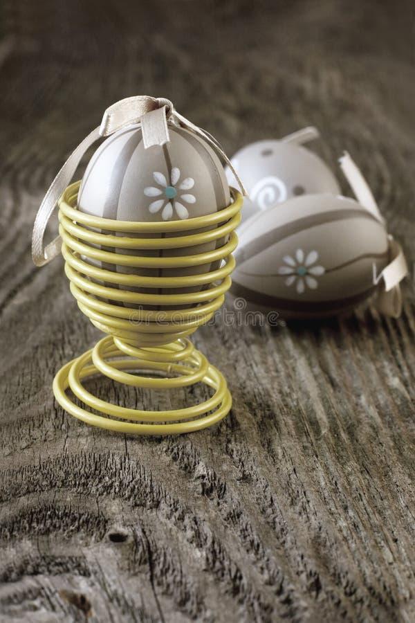 Download Wielkanocni Jajka Na Drewnianym Tle Zdjęcie Stock - Obraz złożonej z ostrość, easter: 53776780