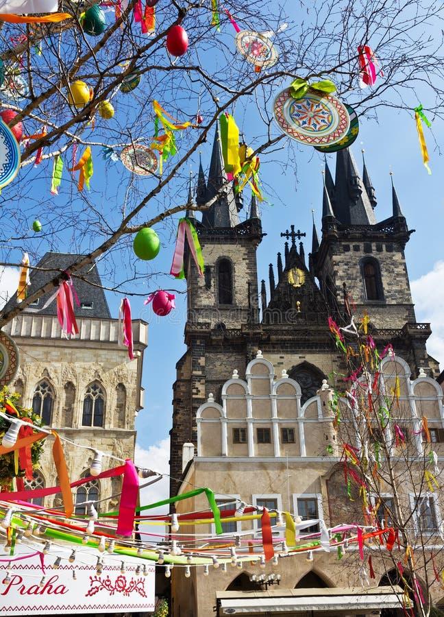 Wielkanocny drzewo przy Starym rynkiem, Praga, republika czech fotografia royalty free