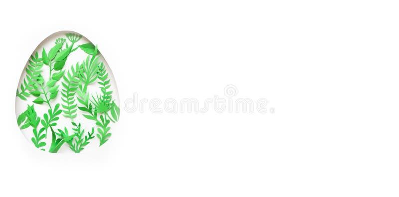 Wielkanocny jajko robić papier opuszcza na białym tle Cięcie od papieru obraz royalty free