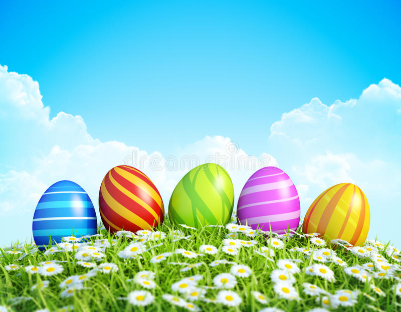 Wielkanocny tło z ozdobnymi Wielkanocnymi jajkami na łące. fotografia royalty free
