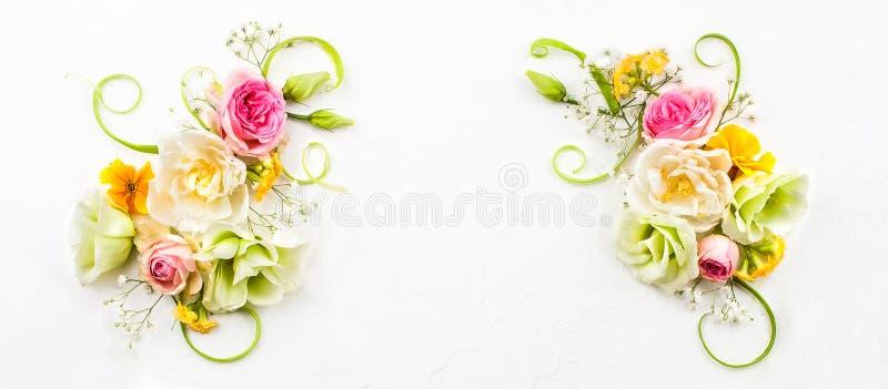 Wielkanocny skład z wiosna kwiatami fotografia royalty free