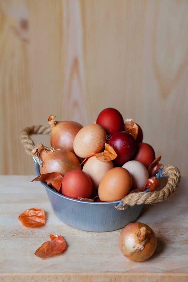 Wielkanocny sk?ad z br?z?w jajkami zdjęcie stock