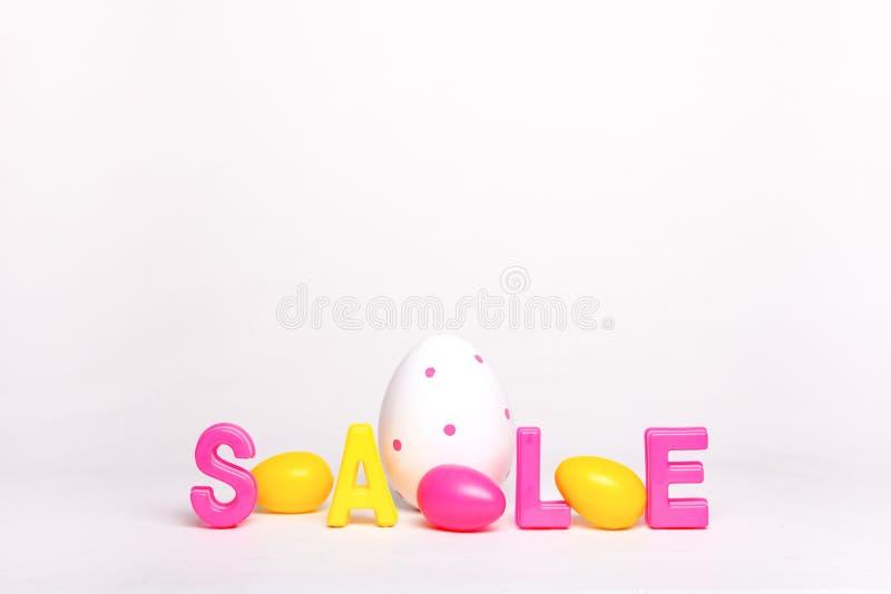 Wielkanocny sprzedaż rabata pojęcie odizolowywający na bielu fotografia stock