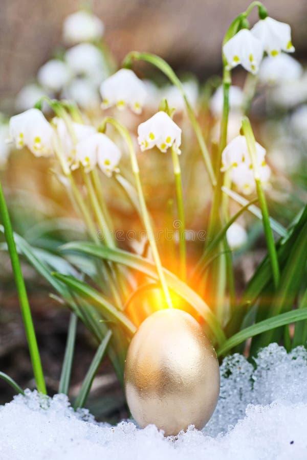 Wielkanocnych jajek płatek śniegu outdoors fotografia stock