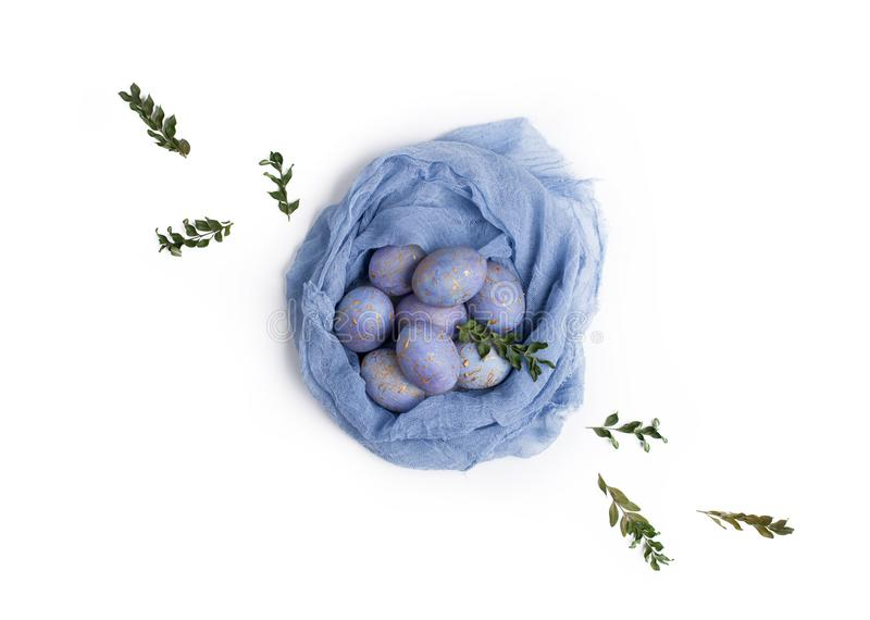 Wielkanocy cętkowani błękitni jajka w gniazdeczku zdjęcie royalty free