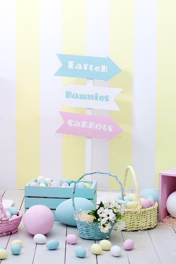 Wielkanocy i wiosny wystrój Ampuła barwiący Wielkanocny królik i jajka obrazy royalty free