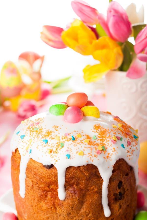 Wielkanocy jajka i tort zdjęcia royalty free